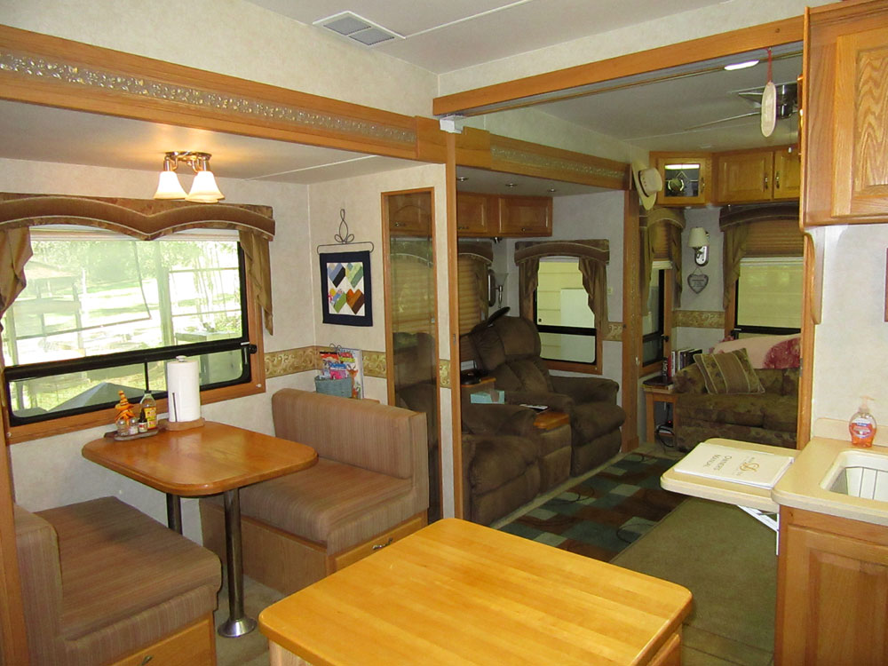 2005 Double Tree Mobile Suites 38 3rl